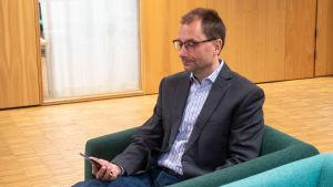 Porträtt på Kimmo Mäkinen som jobbar för Finansministeriet.