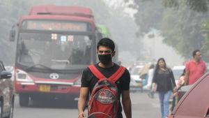 Fem miljoner ansiktsmasker har delats ut till invånarna i New Delhi