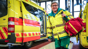 En barnmorska vid ambulanser.