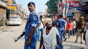 Tusentals extra poliser var utstationerade i staden Ayodhya på lördagen.