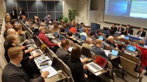 Rovaniemen kaupunginvaltuuston kokous Keltakankaan väistötiloissa