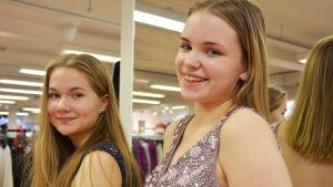 Kuvassa kaksi tyttöä