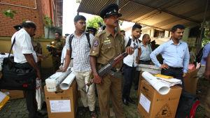 Dagens presidentval omgärdas av sträng säkerhet av rädsla för ny terrordåd