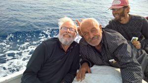 Erkki Kettunen kalastajakavereidensa kanssa veneessä Syyrian rannikolla