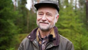 Romi Rancken i skogen.
