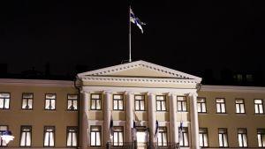 Presidentens slott i Helsingfors på självständighetsdagen den 6 december.