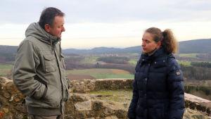 Hermann Popp och Bettina Stickling kämpar mot vindmöllorna.