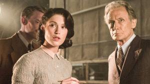 Brittielokuvan päärooleissa Gemma Artenton ja Bill Nighy.