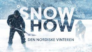 """En man skottar snö i snöstorm framför texten """"Snowhow""""."""