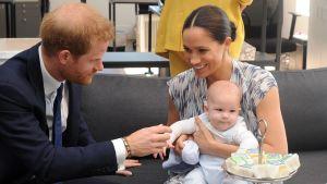 Prins Harry, hertiginnan Meghan och deras son Archie på besök i Sydafrika 2019.