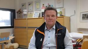 Handelsman Kim Mattsson sitter i sitt kontor