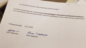 Aloite kunnanjohtaja Päivi Vauhkosen erottamiseksi.