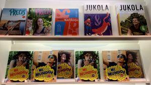 Skolböcker för språkundervisning i rad, på Educa-utbildningsmässan