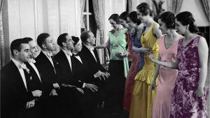 Naiset hakevat miehiä tanssimaan karkauspäivän tanssiaisissa vuonna 1932.