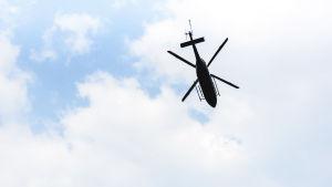 En bild av en helikopter i luften