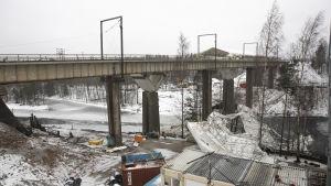 Saimaan kanavan siltatyömaan tuhoja.