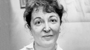 Elokuvakriitikko Pauline Kael lähikuvassa. Arkistokuva dokumenttielokuvasta What She Said: The Art of Pauline Kael.
