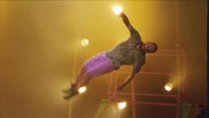 Mikko trampalla.