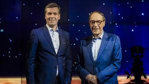 Daniel Olin och Pär Stenbäck i matchande blå kostymer.
