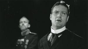 Max Bremer som Kulygin i Tre Systrar på Svenska Teatern 1995.