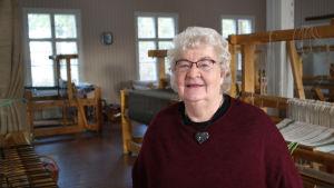 Siv Fagerlund återupplever vävsalen i Houtskärs kyrkliga folkhögskola