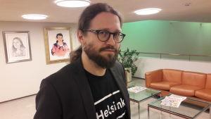 Otso Kivekäs är fullmäktigeordförande i Helsingfors stadsfullmäktige