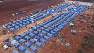 Ett alldeles nytt flyktingläger i närheten av staden Maarrat Misrin i Idlib, fotograferat den 22.2. FN uppskattar att ungefär 170 000 av internflyktingarna i Idlib lever under bar himmel.