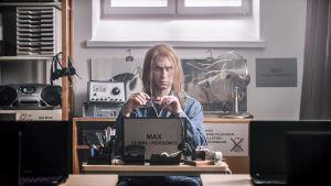 Christoffer Strandberg gör en roll i serien VIrala genier.