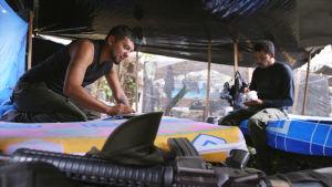 gerillasoldater i ett tält