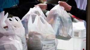 Haagan seurankunnan ruoka-apu.