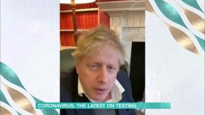 Premiärminister Boris Johnson isolerade sig hemma på Downing Street innan han på söndagen togs in på sjukhus. Han har själv sagt att han bland annat lider av feber.