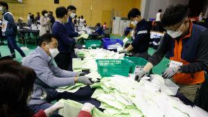 Deltagandet blev rekordhögt trots att valet genomfördes under stränga skyddsåtgärder på grund av pandemin.