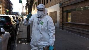 Vårdare i Brooklyn har bytt om till skyddsutrustning under coronakrisen.