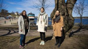 Ninni Kuparinen, Henna Pekkala ja Anna Hirsimäki Lappeenrannan satamassa.