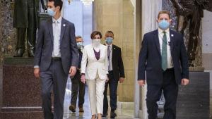 Representanthusets talman Nancy Pelosi ledde budgetförhandlingarna i kongressen där man har infört strikta nya regler på grund av pandemin.
