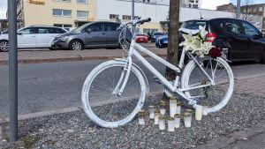 Ghost bike Herttoniemessä.