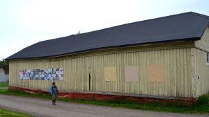 Maiju  Huovila vid en installation på Artborg 35