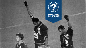 Tommie Smith och John Carlos protesterar under medaljceremonin.