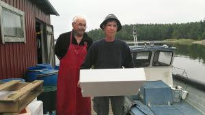 Bild av fiskarna Gösta och Carita Helenius i Bromarv.