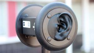 Mikrofon med ytteröron för binaural ljudupptagning.