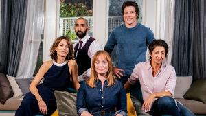 Australialainen draamakomedia kertoo viidestä erilaisesta ihmisestä, jotka muuttavat yhteen.