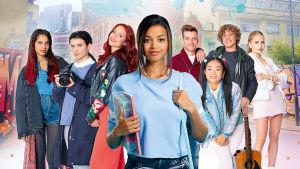 Joukko nuoria värikästä taustaa vasten, muotikoulu Athenan oppilaita.