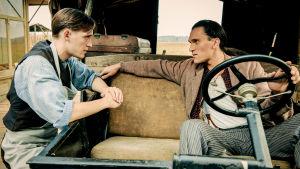 Draamasarjan pääroolissa näyttelevät Jonas Nay.ja Vladimir Koneev.