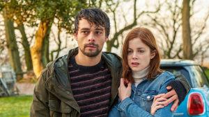 Psykologisen trillerin pääroolissa nähdään Adam Long ja Charlotte Hope.