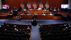 Justitieminister William Barr (USA) förhörs i kongressen.