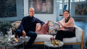 Markku Kanerva och Ira Hammermann i soffa.