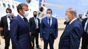 Frankrikes president Macron anländer till Beirut på besök