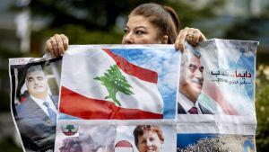 Demonstranter samlades utanför domstolsbyggnaden i Nederländerna då Hariri-tribunalens domslut lästes upp.