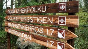Nuukiosn kansallispuiston polkukyltti