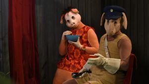 Bärtil och Isa Gris leker bio